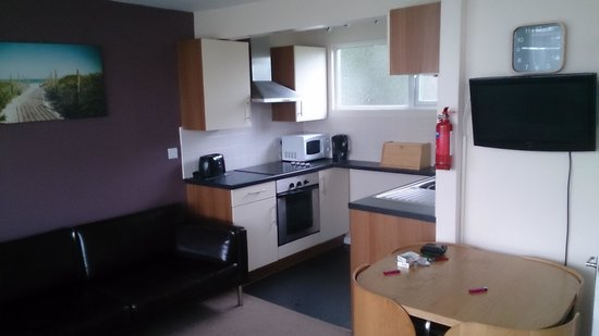 Camber Sands Holiday Park - Park Resorts: lounge/kitchen area