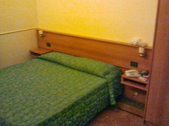 Soana City Rooms : letto comodo