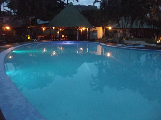 Villas Rio Mar : piscine le soir