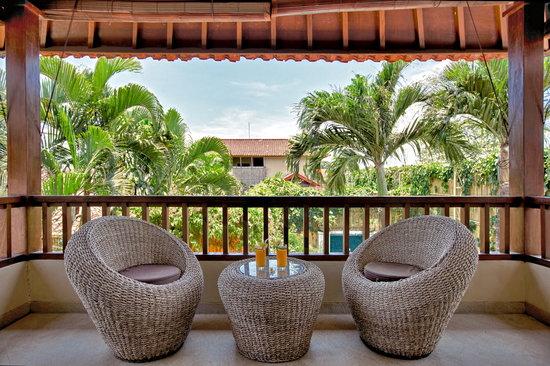 Villa Seriska Bali: Villa Seriska Satu, Seminyak Balcony sitting area