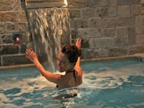 Hotel Fanes Wellness & Spa : piscina-spa