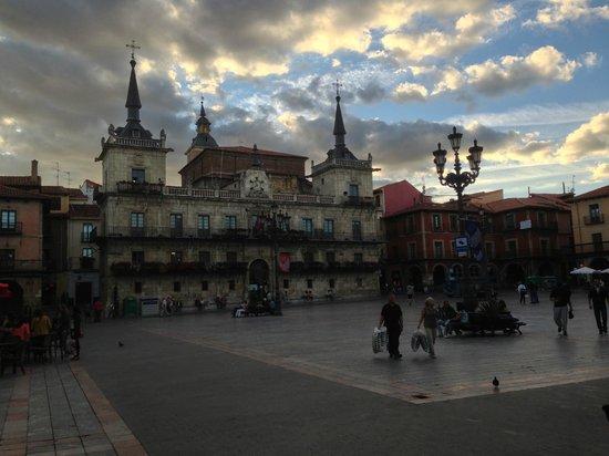 Infantas de Leon Hotel: Piazza Mayor