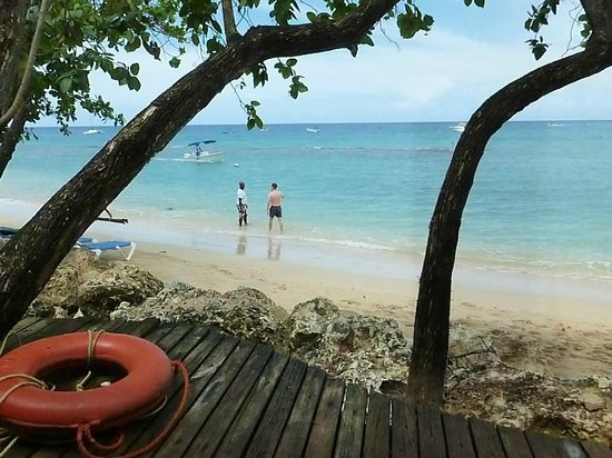 Mango Bay All Inclusive : view of beach