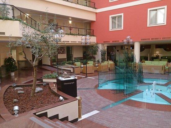 Grand Hotel Yerevan: Lobby