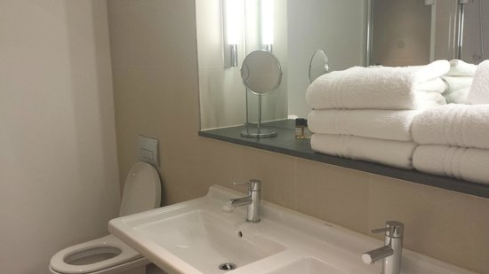The Nadler Liverpool : Huge bathroom