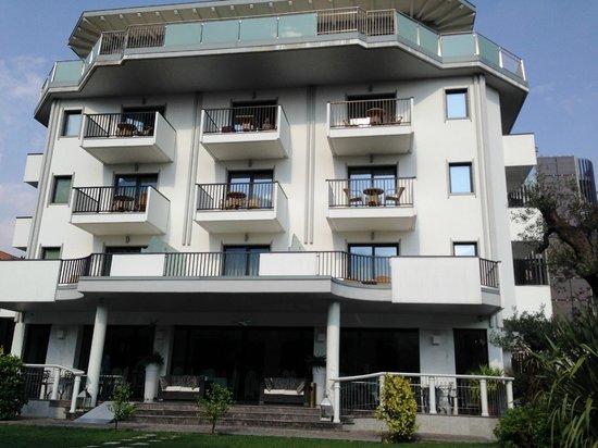 Parc Hotel Flora: Back of hotel
