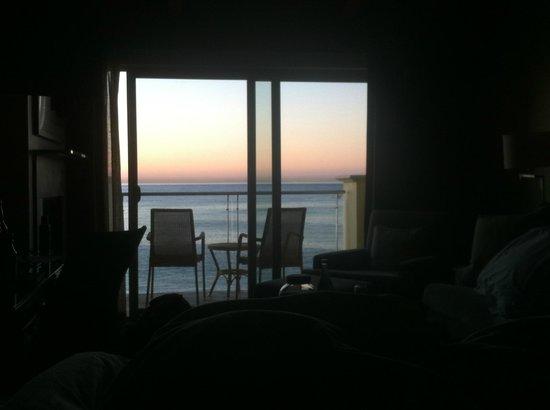 Malibu Beach Inn: The view from the room.