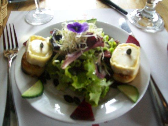 Auberge du Chalet-des-Enfants : Salade de Chèvre Chaude avec Grains de Courge