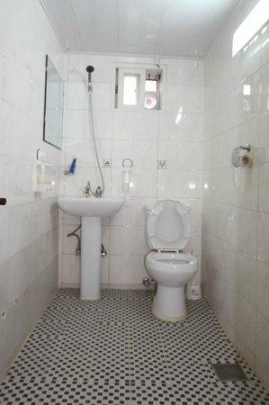 Insadong Hostel: toilet/ shower room