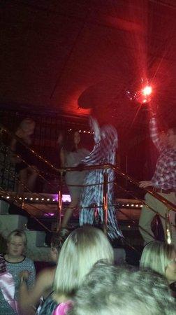 Circo Restaurant: Crazy dancing clowns!