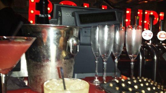 Circo Restaurant: Champagne!