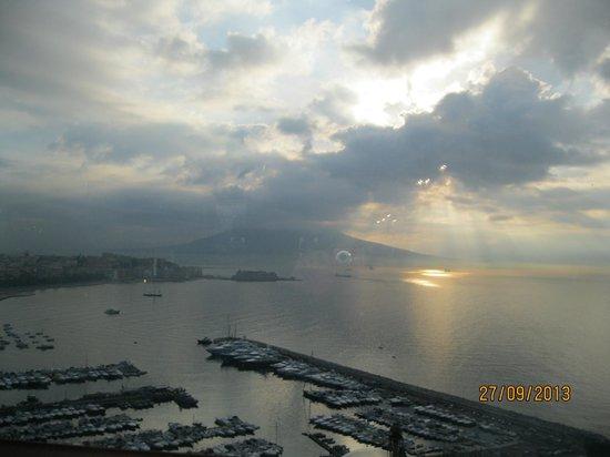 BEST WESTERN Hotel Paradiso : Alba di Napoli vista hotel