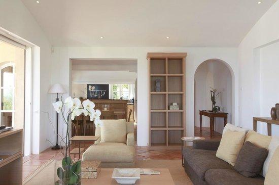 la r serve ramatuelle hotel spa and villas salon et cuisine ouverte villa picture of la. Black Bedroom Furniture Sets. Home Design Ideas