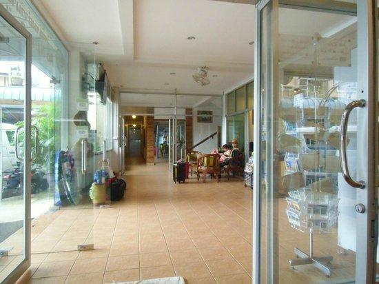 Aonang Smile Hotel: Hotel lobby