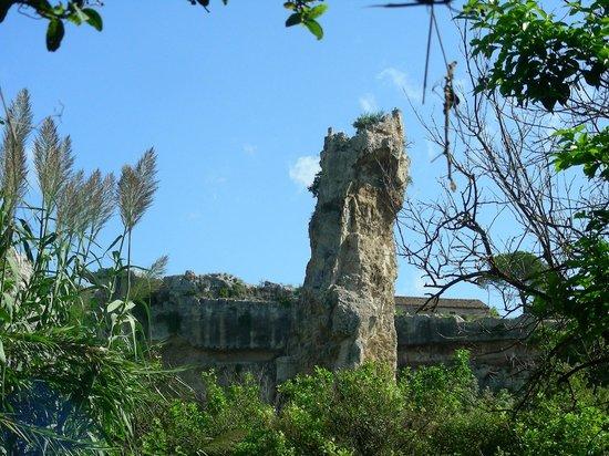 Latomia del Paradiso: resti dei pilastri di sostegno delle cave di pietra