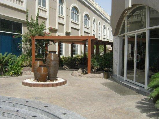 Sharjah Premiere Hotel & Resort: на территории отеля