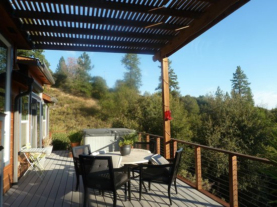 The Hanford House Inn : view from the end of the deck!