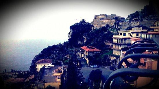 Sole Castello: vista dalla terrazza dell'hotel