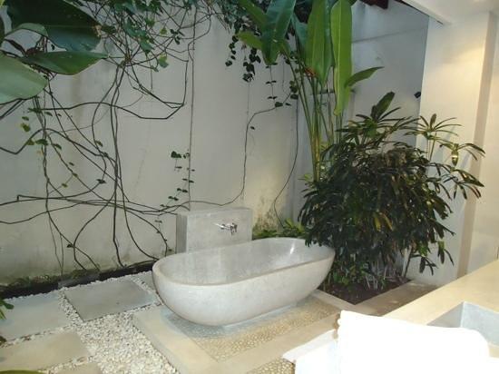 Nyaman Villas: 4 bedroom villa all had outdoor bathrooms
