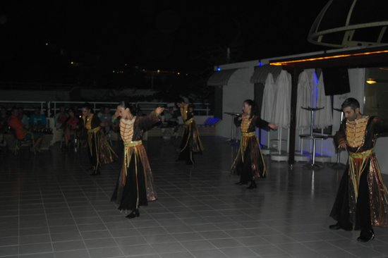 Eken Resort Hotel: Show