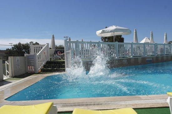 Eken Resort Hotel: Pool