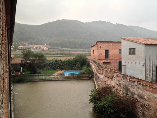 Hotel Moli de la Torre: View from our hotel window during a thunderstorm