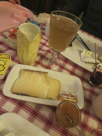 Maison Martin JUND - Chez Cécile et Myriam : Breakfast with Fresh Grape Juice