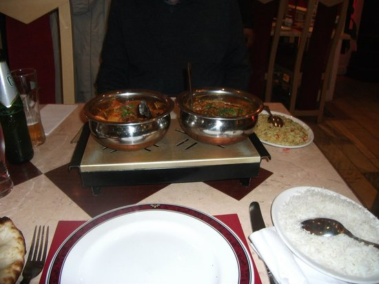 Taj Mahal: Our main courses being kept warm