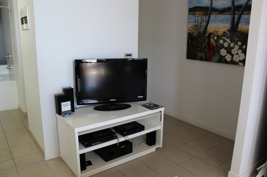 Grand Mercure Apartments Magnetic Island: Entertainment setup (1 Bedroom apartment)