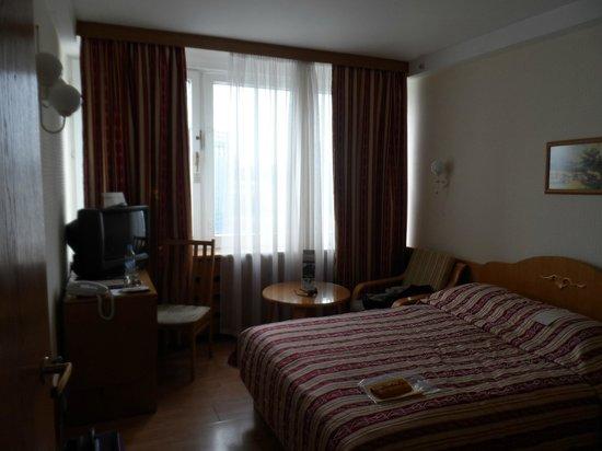 Premier Hotel Rus: Entering the room