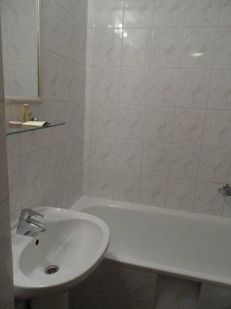 Premier Hotel Rus: Bathroom was small, but clean