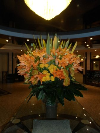 Premier Hotel Rus : Nice flowers on the entrance. Really very beautiful