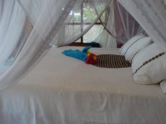 Cristal Resort : Mit Mosquitonetz ausgestattetes Bett (etwas kurz geraten)