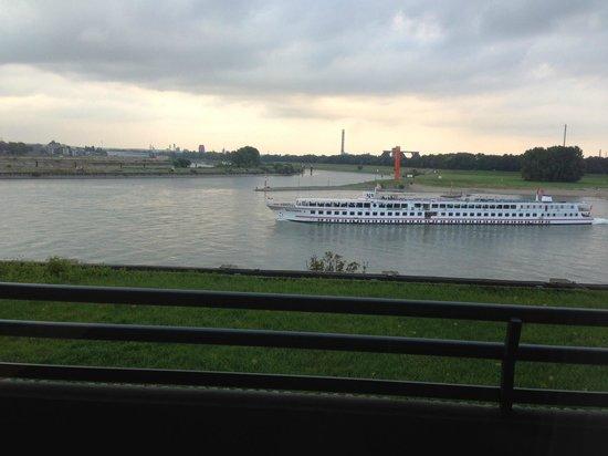 Hotel Rheingarten: Kanal manzarası