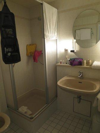 Goldener Engel: Bathroom in Room 5
