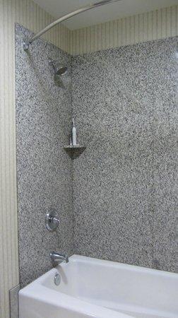 Surf & Sand Lodge: Shower