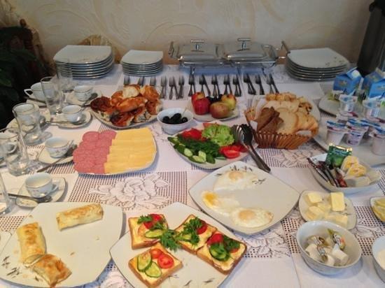 Edem Hotel: frukost med egenproducerade produkter