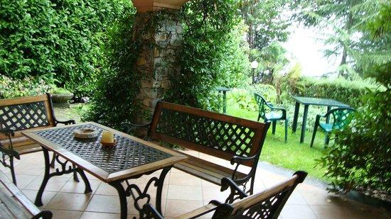 Lo Scoiattolo e la Noce: patio e giardino