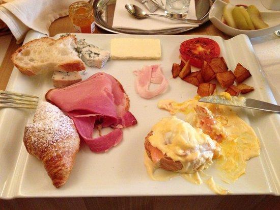 Residence U Cerneho Orla: French breakfast