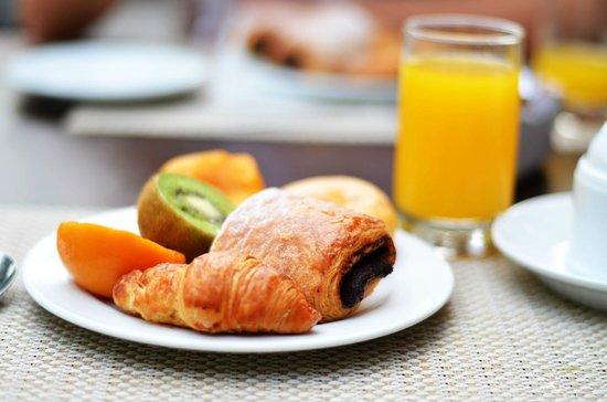 Occidental Cala Viñas: Breakfast