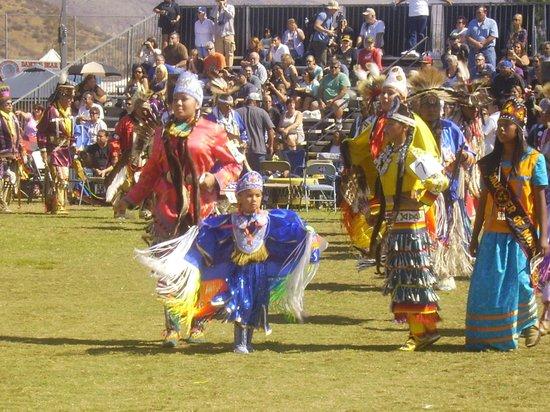 San Manuel Stadium: Dancers