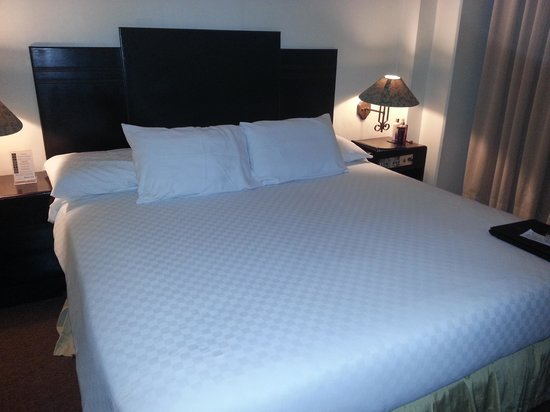 The Bellavista Hotel: the kingsize bed in room 419