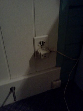 Rustik Motel : wall plug