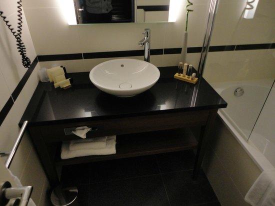 Crowne Plaza Montpellier Corum: Salle de bains