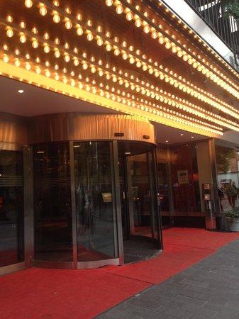 Hotel Rival : Hotel Entrance