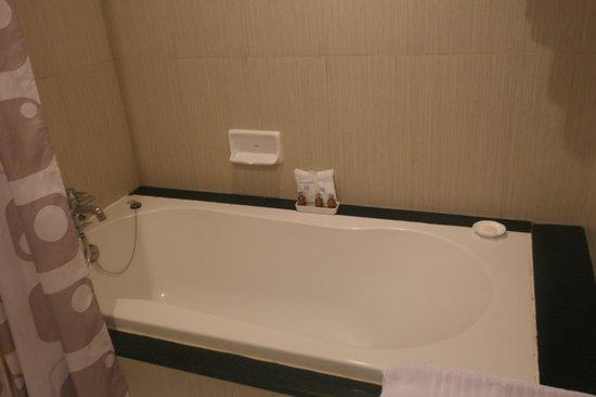 Bath tub - Picture of Golden Pearl Residences, Bangkok - TripAdvisor