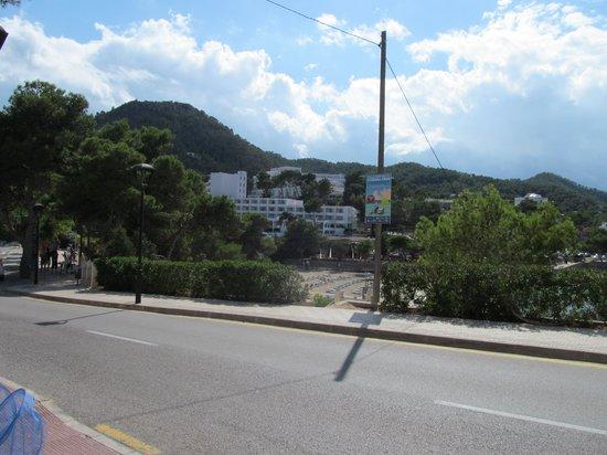 Sandos El Greco Beach Hotel: hotel from main road