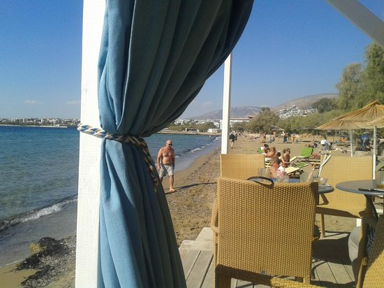 Amarilia Hotel: Beach at Mythos bar, nearest nice beach