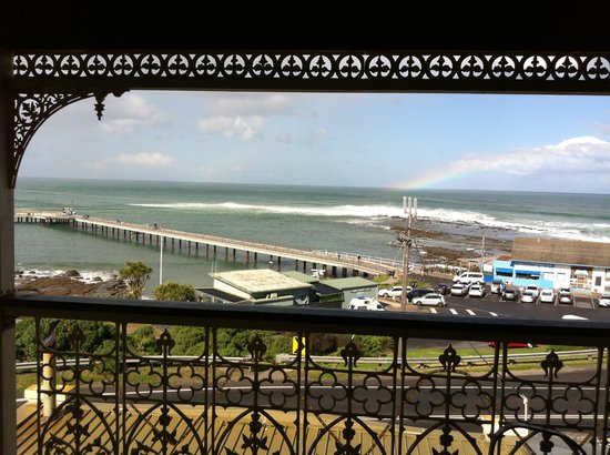 Grand Pacific Hotel Lorne: Sea view of the Pier view from the Bedroom