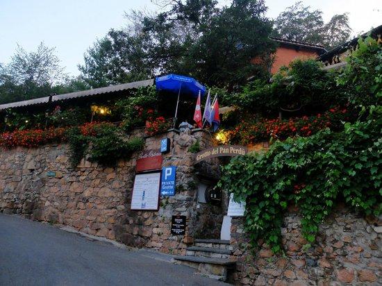 Grotto Pan Perdu: レストランの外観